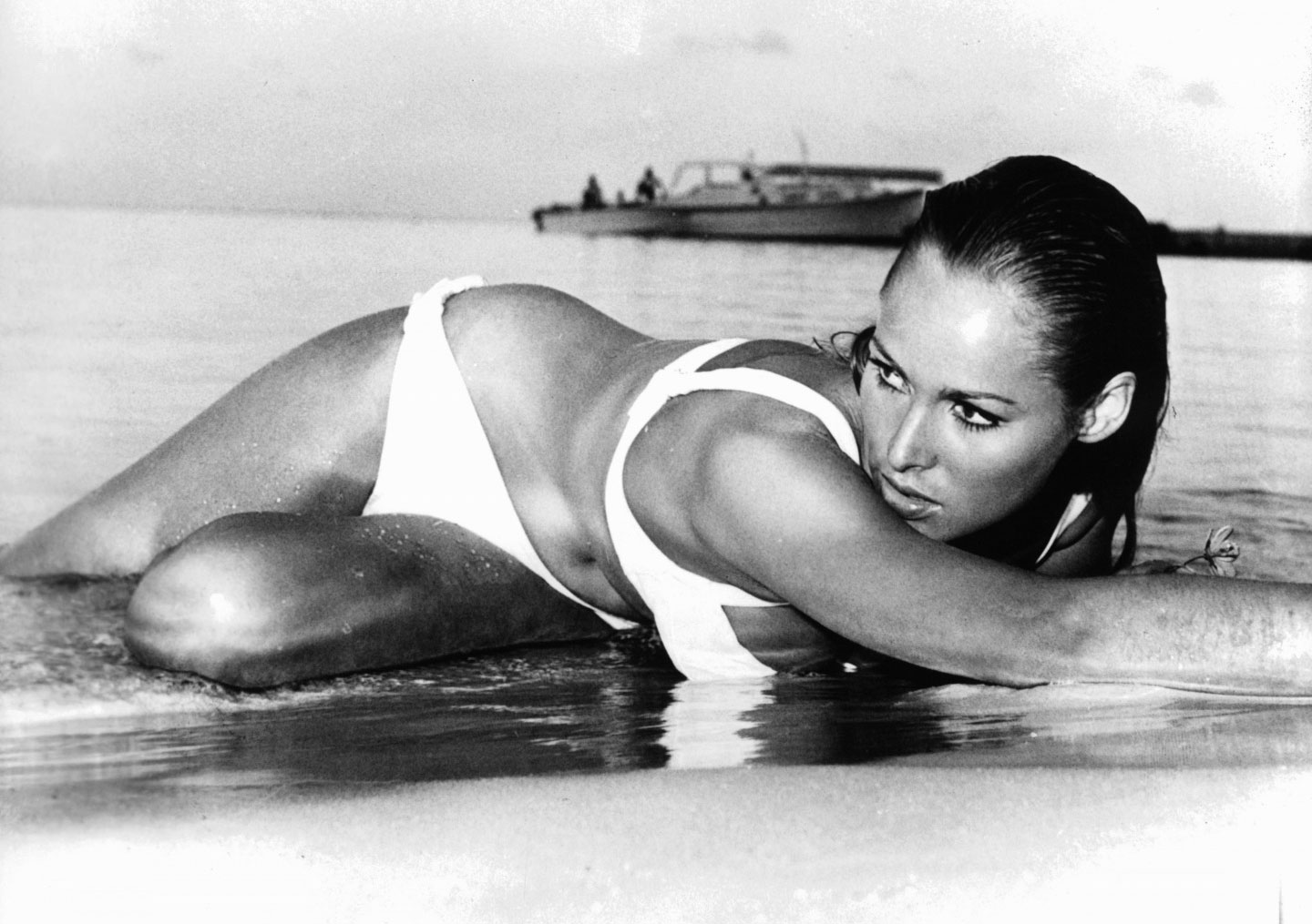 ursula-andress-casino-royale-bond-girl-1-crop
