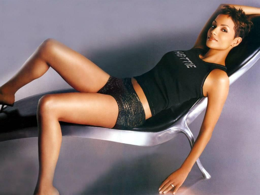 Halle Berry | Perfect007 Quantumofsolace